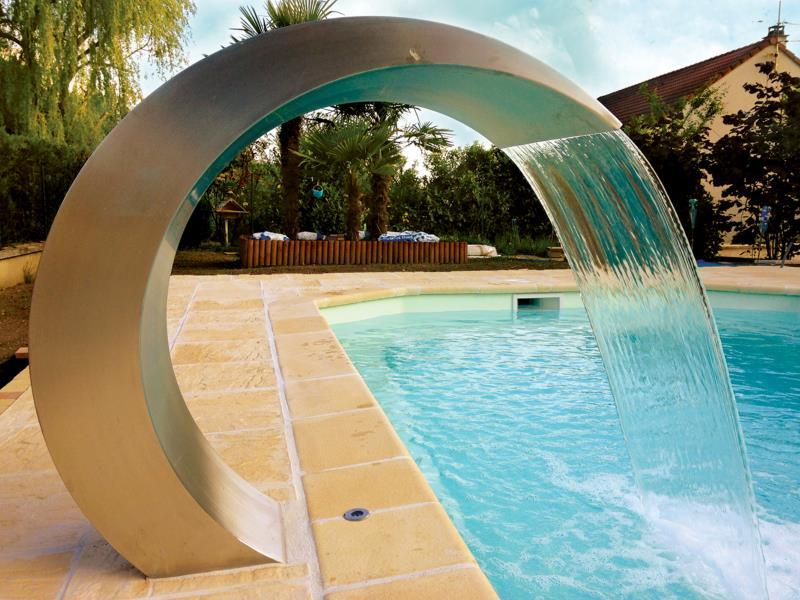 Cascade fontaine pour piscine et bassin for Bache pour bassin grande taille